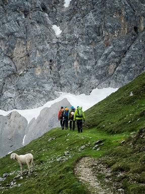 Im Dachstein auf dem Weg zum Jubilaeumsklettersteig